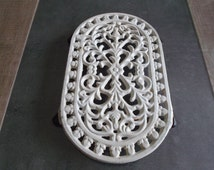 trivets in cast iron