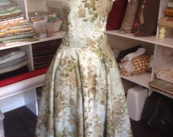 SALE PRICE Reproduction 50s dress. size 14