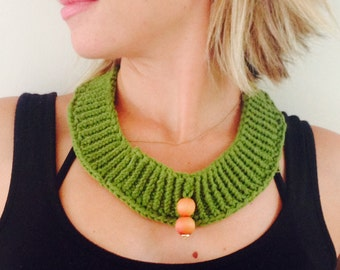 Knitted necklace with wooden beads