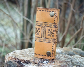 Handmade leather key case with ornament