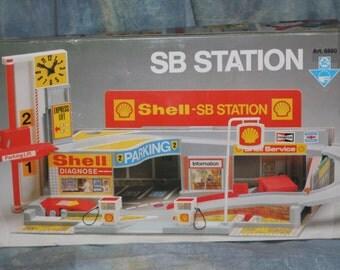 AK Stelco model garage, Shell SB Station.