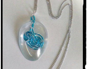 Necklace with pendant, wire in resin