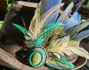 Bead Embroidered Feather Hat Clip // Fedora Clip // Macaw Parrot Feathers // Serpentine Cabochon // Natural Feathers // Cruelty Free