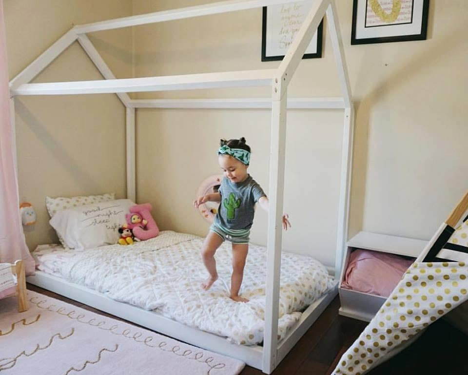 Montessori furniture montessori room farmhouse floor bed for Chambre montessori