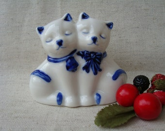 Salt/pepper shaker cat-vintage porcelain salt pepper shakers/2 cats-cats-white ceramic set salt & pepper and blue