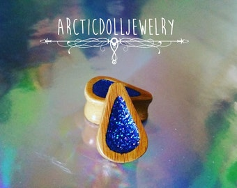 Pair of plugs 24mm teardrop blue holographic
