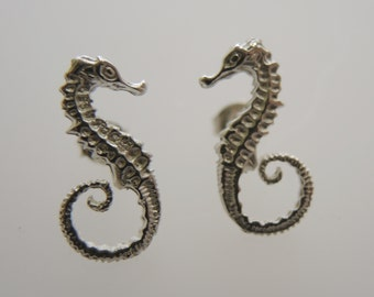 Seahorse earrings-925 Sterling Silver earrings in seahorse shape silver or gold-plated