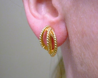 """Vintage 80s Napier Twisted Metal Curved Retro Earrings Screw On Gold Tone Signed .75"""""""