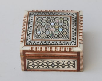 Mother of Pearl Square Jewelry Box