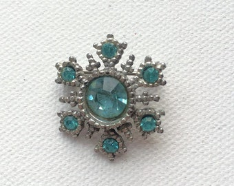Turquoise floral motif brooch
