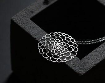 Dahlia Pendant S / Silver / S07
