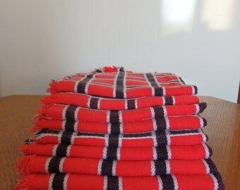 Napkins (9) Table napkins (9)