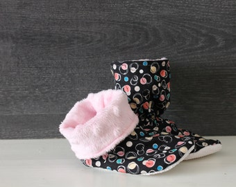 Slippers style ankle boot with peas & rose