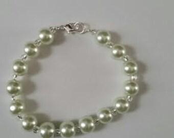 Ecru pearl bracelet