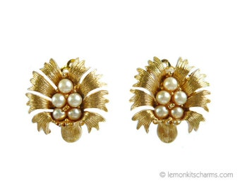 Vintage Lisner Faux Pearl Leaf Earrings, Jewelry 1950s Mid-century, Leaves, Goldtone Gold Floral Plume, Clip On Style