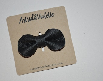 Baby girl, toddler, bow hairclip, ready to send
