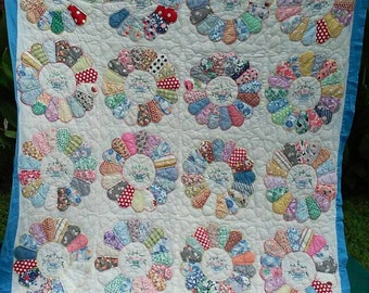Hand Quilted Hand Embroidered Dresden Plate Vintage Quilt