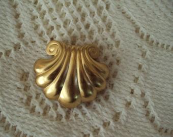 Vintage Sea Shell Goldtone Brooch 1980-1990's