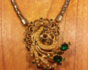 unique, vintage and intricate green rhinestone and faux pearl pendant necklace
