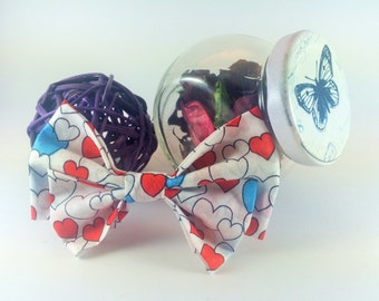 Bow tie brooch pin white with hearts design