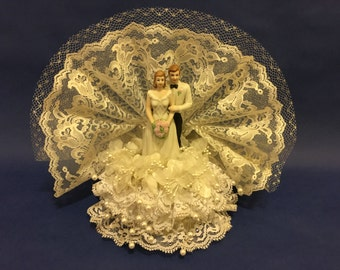"Vintage 1983 ""Wilton Loves Fanfare"" Wedding Cake Topper"