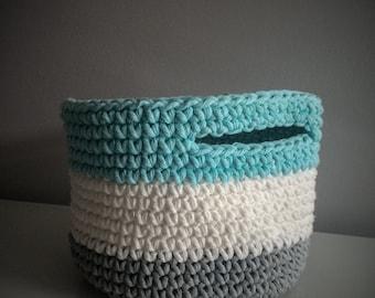 Crochet basket large format (grey pale, white & blue)
