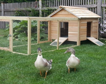 Cedar Duck Hutch Chicken Coop with Pen