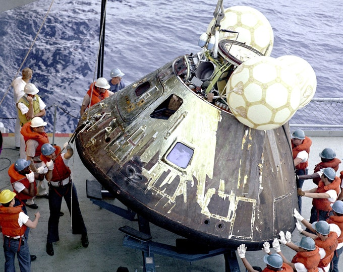Apollo 13 Command Module Is Loaded on USS Iwo Jima - 8X10 or 11X14 NASA Photo (EP-210)