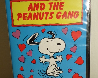 Snoopy And The Peanuts Gang: Charlie Brown - Snoopy's Getting Married. VHS Video