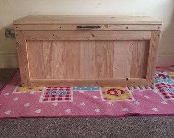 Toy box / blanket chest