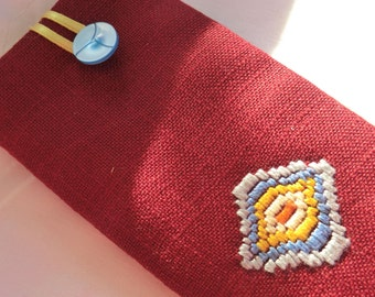Glasses case embroidered with diamond