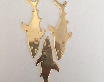 Ensemble de 4 breloques en forme de requin or/Set of 4 gold shark pendants