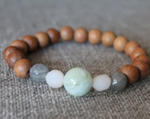 Sandalwood & Sage / gray + white beaded bracelet