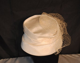 Vintage Bridal Pillbox Hat w/ Tulle