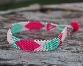 Thin peyote hexagonal design bracelet (Fuchsia, pink and green)