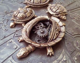 """Steampunk, Salt dough turtles, 3D picture """"Quadriga"""""""