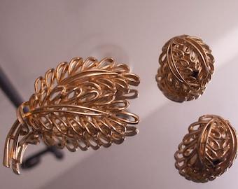Lisner Leaf Brooch & Earrings
