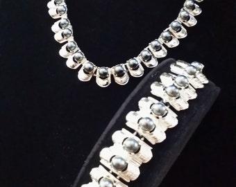 Faux grey pearl choker & bracelet set