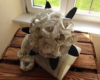 Medium bunch of pages / sheets / bridal bouquet, wedding bouquet / Upcycling / paper flower / paper rose / rose / Registrar's Office