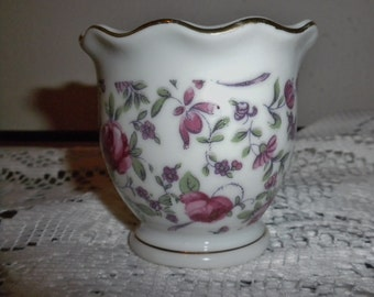 Rose floral trinket cup. Gold trim top and bottom