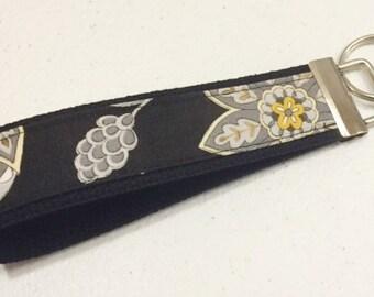 Womens Key Fob   Key Chain   Bee Creative Floral Wristlet fabric