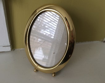 Round Brass Frame / Ball Feet