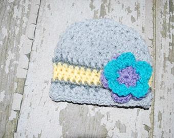 Girls daisy hat, 0-3 months, spring baby hat, baby daisy hat, girls daisy hat, crochet baby hat, photo prop, grey baby hat, newborn hat