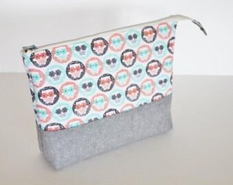 Open wide zippered pouch, owls