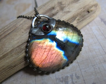 Akasaganga - Galaxy Pendant with Rainbow Labradorite and Garnet