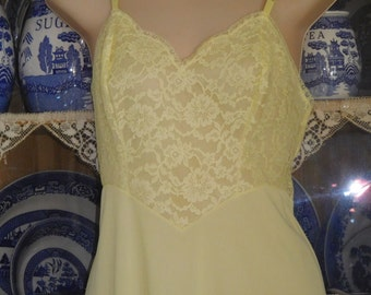 Free Shipping...Vintage Vanity Fair Yellow Full Slip with Lace Sz 34