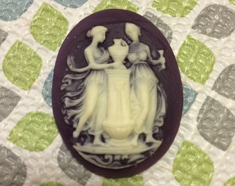 6 Pieces Plastic Vintage Purple and  Off White Two Ladies Cameos Lot 21