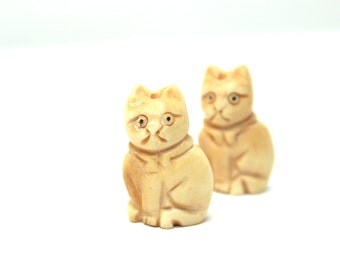 Cat Fetish Focal Bead Large Big Sitting Kitty Pet Woodland Animal Carved Bone Cute Fluffy Pussy Cat Grumpy Tan Taupe Neutral Puss in Boots