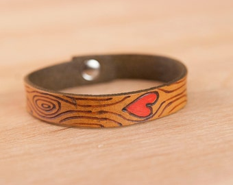 Leather Wrap Bracelet for Women - Skinny cuff in the Nice pattern with woodgrain and heart - Red and antique brown