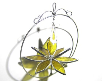 Beaming - 3D Stained Glass Lotus Spinner - Yellow Spinning Flower Suncatcher Ornament Home Garden Decor Wire Crystal Prisms (READY TO SHIP)